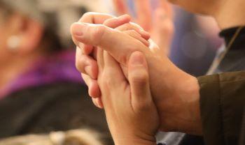Pendant le confinement,  prier et louer.