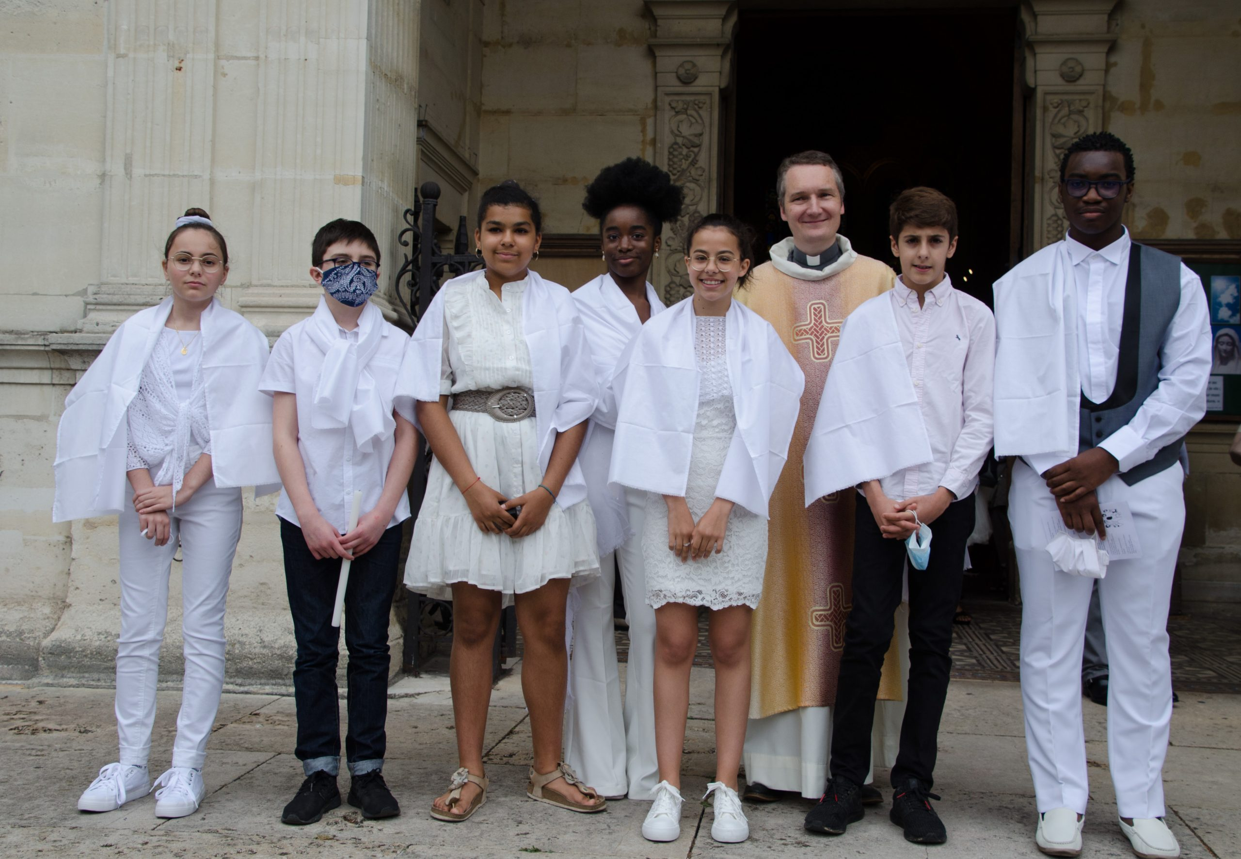 Baptême et première communion d'Adel, Angie, Rose, Cyril, Chiara, Paloma, Jean-Michel et de Malou.