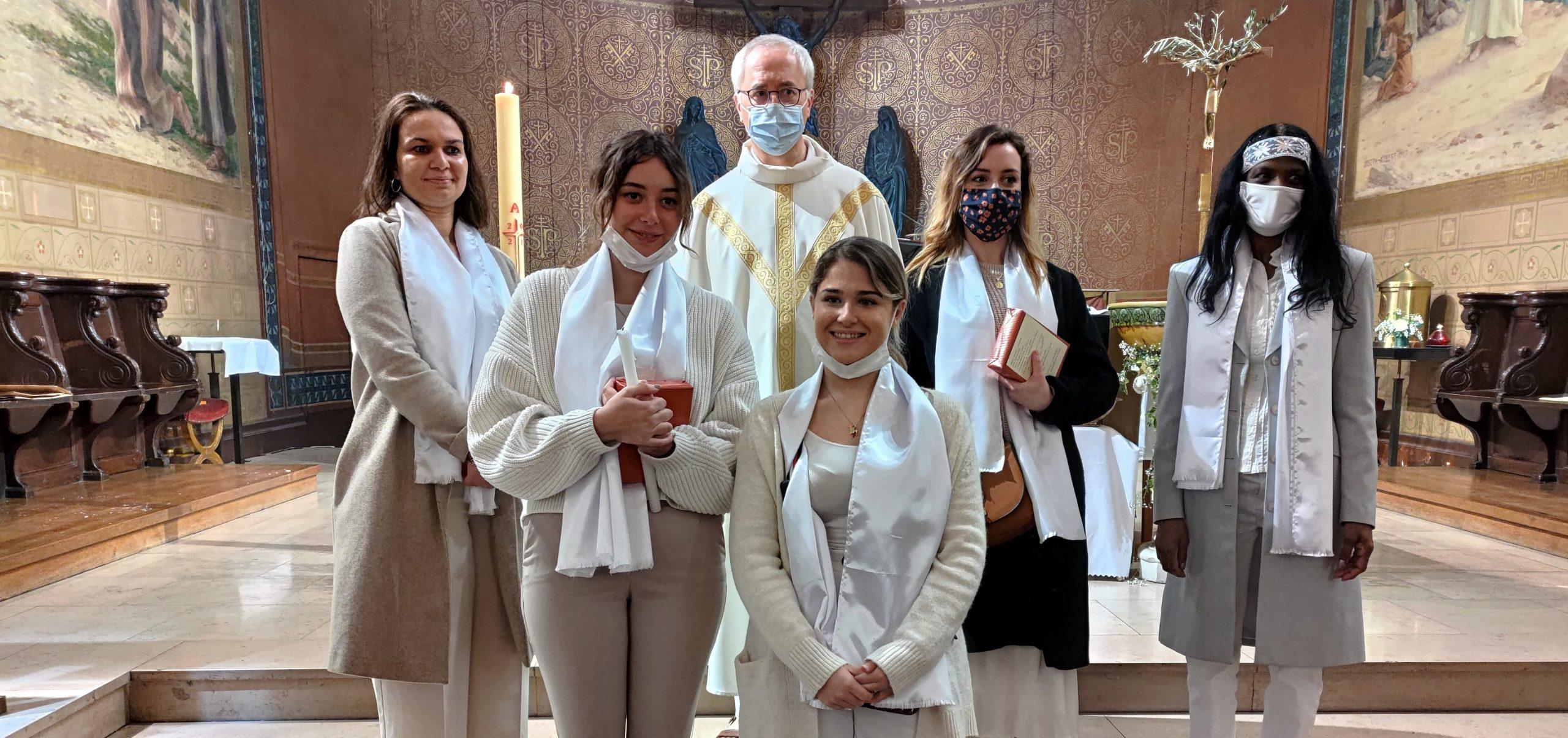Vigile Pascale : Baptême d'Anaïs, de Chloé, d'Emma, de Pascale et de Saloni-Marie